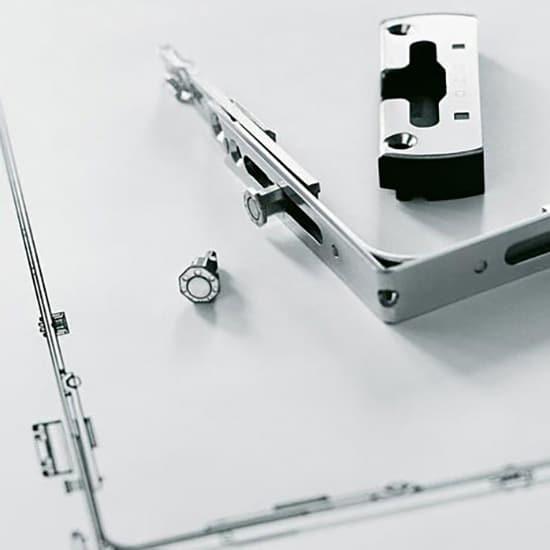Ferrure de fen tre pvc quincaillerie fen tre performante for Mecanisme fenetre oscillo battant