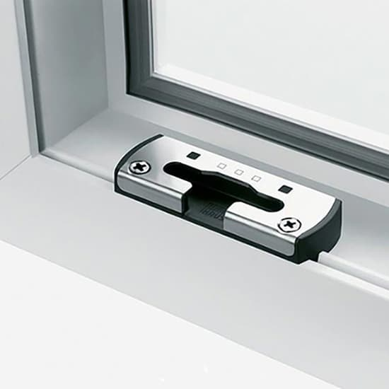 Fenêtres PVC ferrures gâche pivot de sécurité